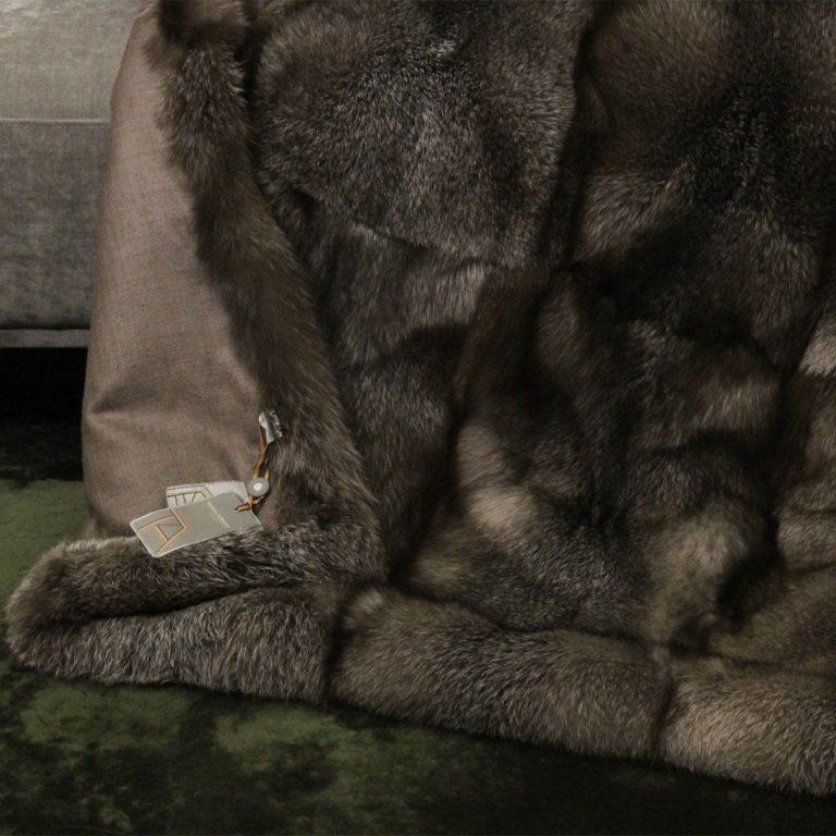 Fuchsdecke-Blue-Frost-Schoko-seide-detail
