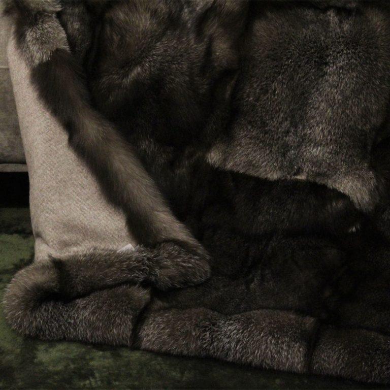 Fuchsdecke-Blue-Frost-Fox-Schoko-geelongwolle-detail