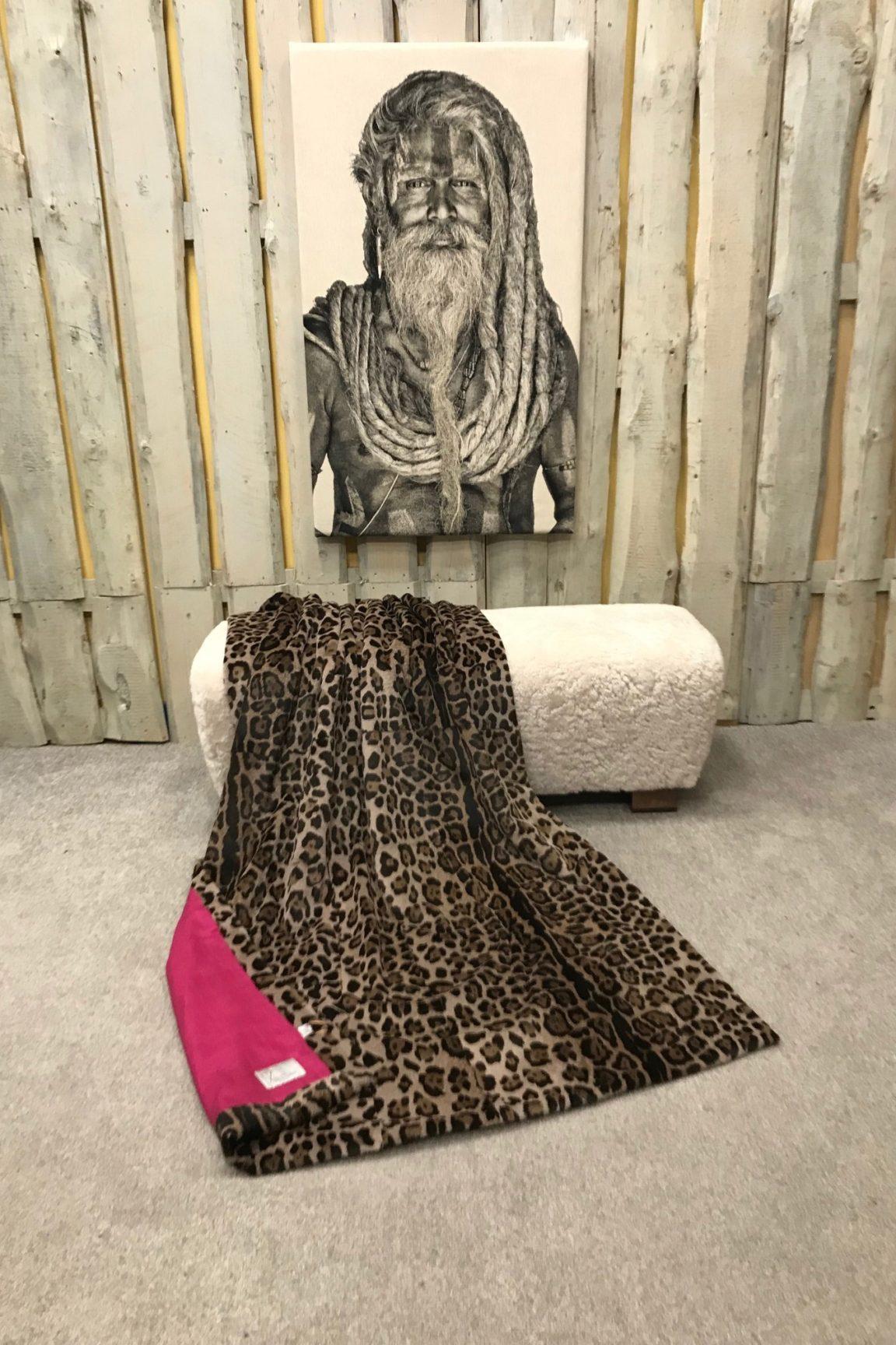"""Echtfelldecke """"Samtkanin"""" Jaguar Print"""