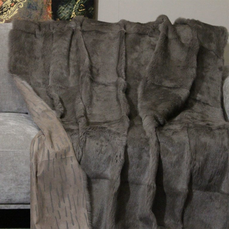 Langhaarkanin-velour-taupe-taupe-geflockt-federleicht-reversible-120x180-detail