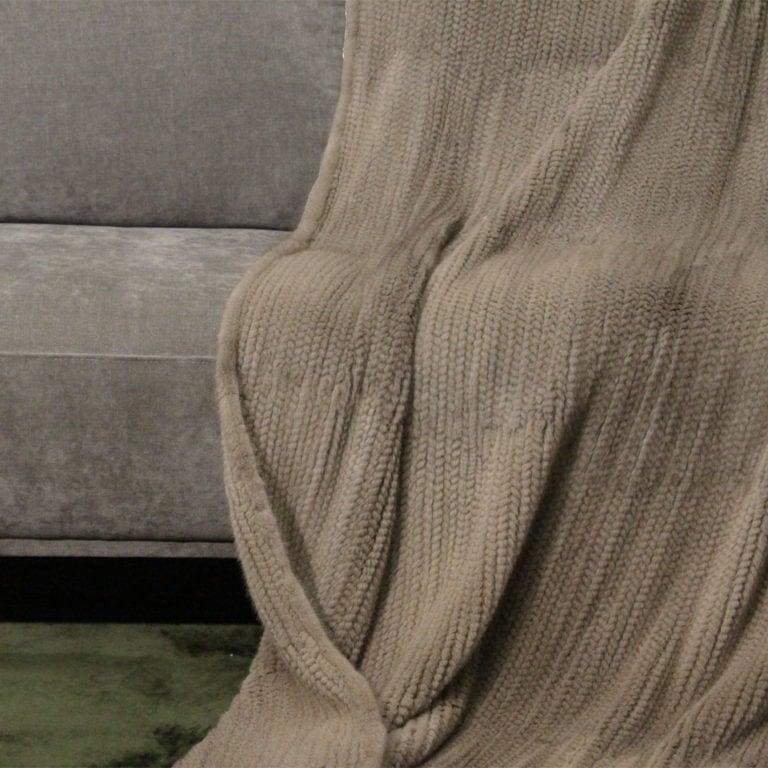 Nerz-gestrickt-silverblue-140x200-detail