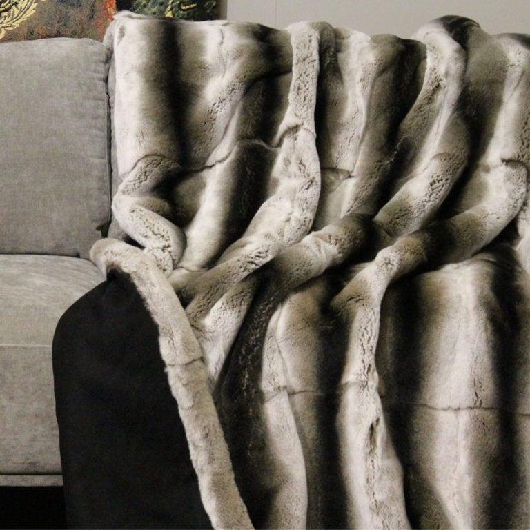 Rexkanin-ganzfellig-chinchilla-gefärbt-wollecashmereschwarz-140x200-detail
