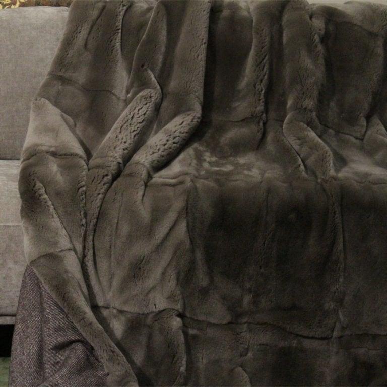 Rexkanin-ganzfellig-steelgrey-wolle164-140x200-detail